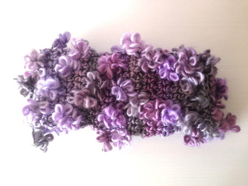 Lilac coloured flower-effect yarn