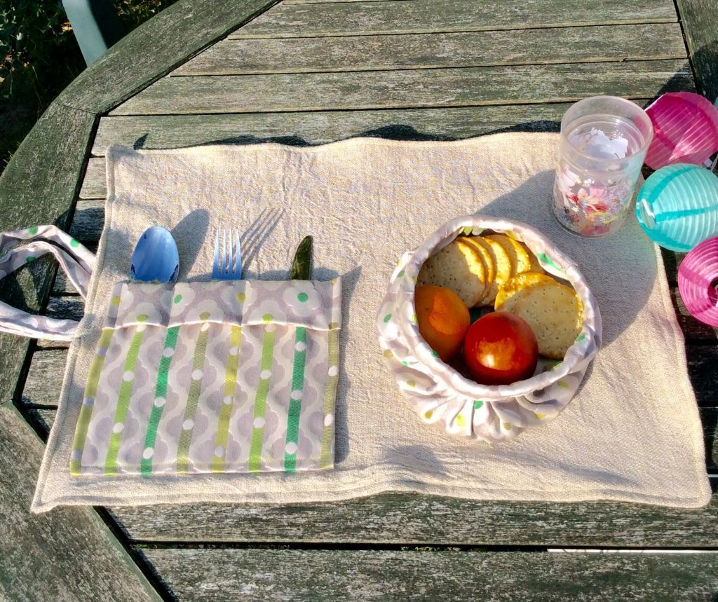Picnic mat and cutlery!