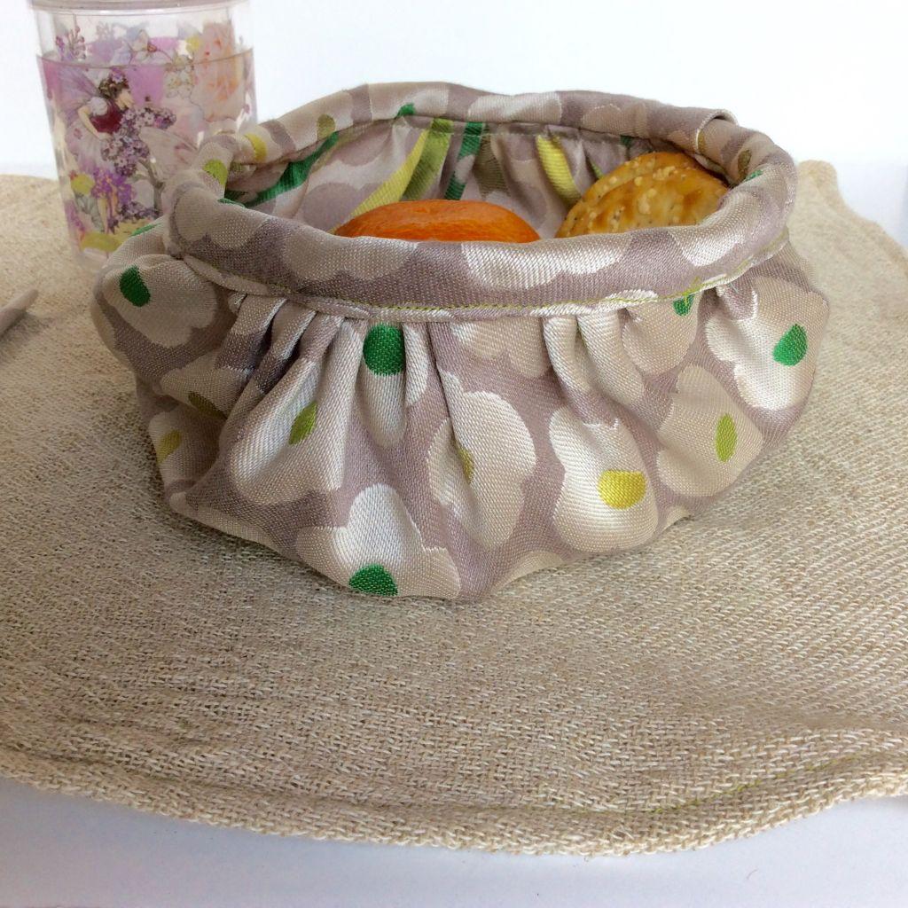 Picnic mat food bowl