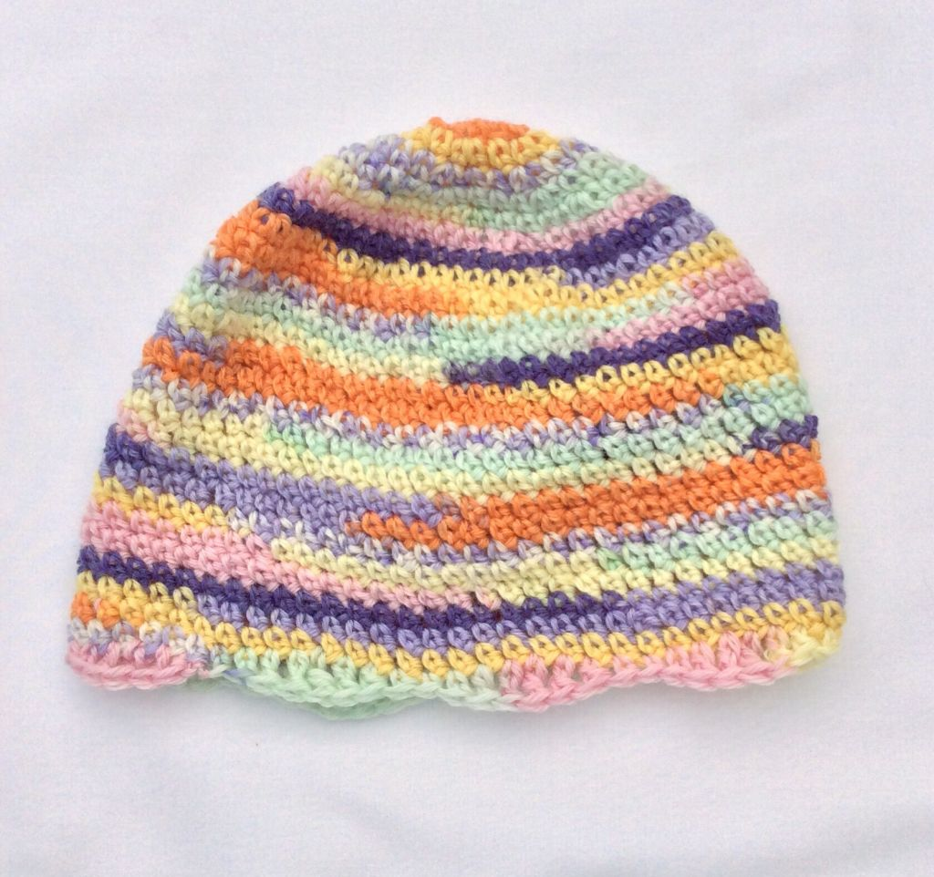 All wool beanie with wavy edge.
