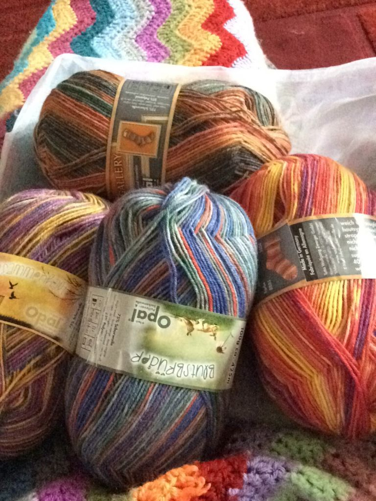 4 balls of sock wool